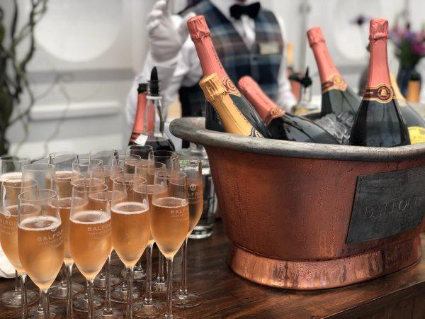 Champagne på køl og i glas